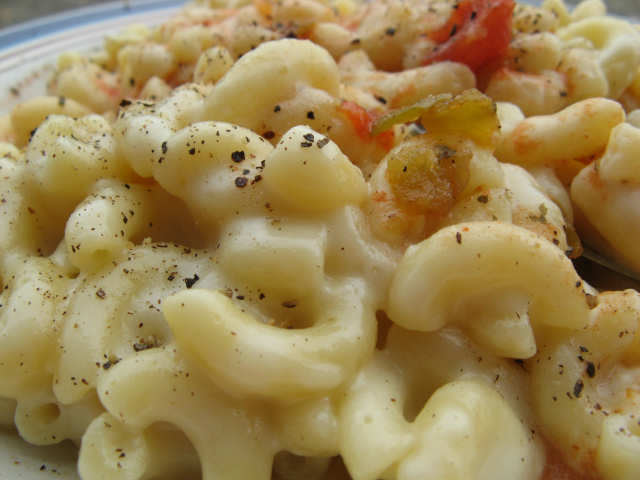 close up mac and cheese